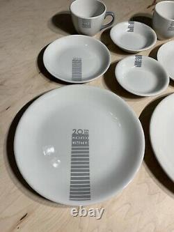 20th Century Limited Railroad Dinnerware Set For Two Rare! Tasse À Café D'assiettes