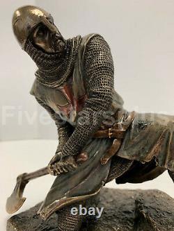 Deux Chevaliers Templier Sur Les Escaliers Death Match Bataille Statue Sculpture Ensemble De Deux