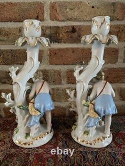 Ensemble De Deux Bâtons De Bougie De Figurine De Dresde Identiques À Partir De La Première Moitié De 1900
