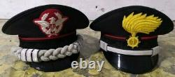 Ensemble De Deux Carabinieri De Police Italiens Chapeau Italie