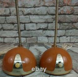 Ensemble Vintage De Lampe De Globe Oculaire De Hamilton Industries De Deux Lampes De Table Rétro De Modèle 20