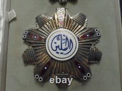 L'ordre Du Soudan Des Deux Nils Ensemble Complet Médaille D'étoile De Poitrine D'un Insigne De Col D'argent