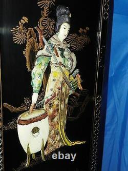 Oriental Asian Carved Mother Of Pearl Black Lacqured Panneaux Ensemble De Deux