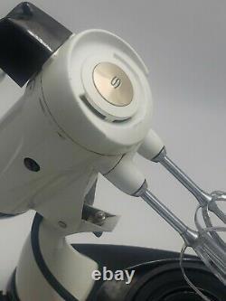 Vintage Sunbeam Mixmaster Bols De Deux Tailles Et 4 Jeux De Beaters 12 Speed